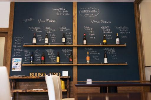 BUONOUNO壁にはワイン