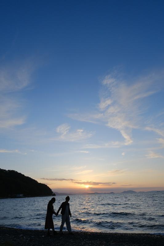 小豆島の海とカップル